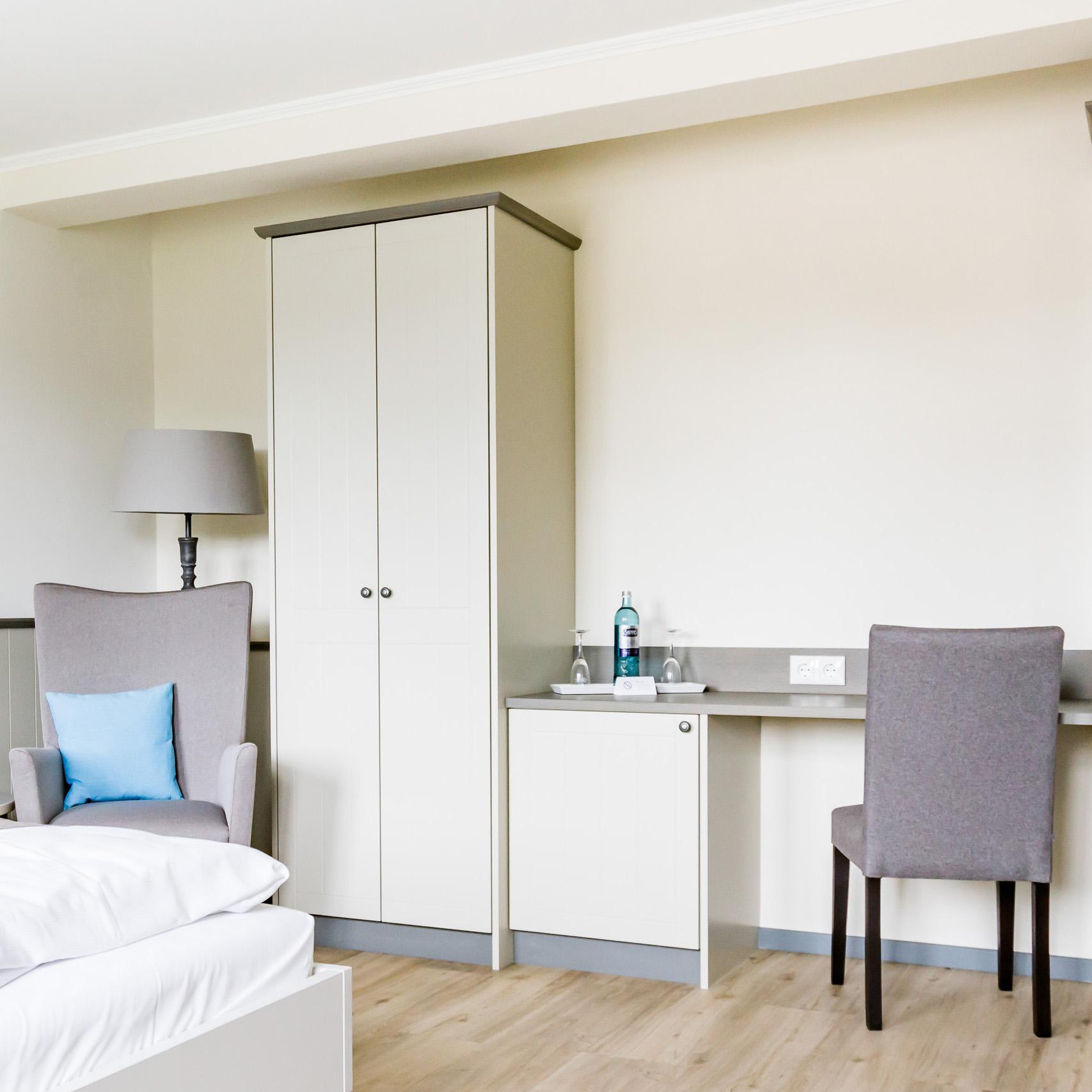 zimmer preise hotel klein amsterdam in friedrichstadt. Black Bedroom Furniture Sets. Home Design Ideas